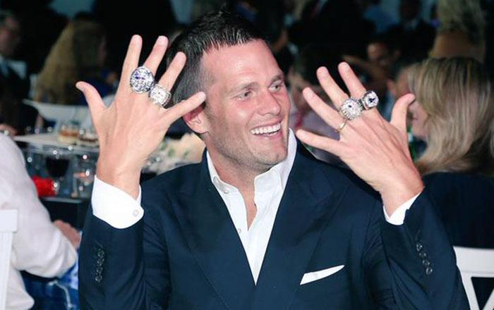 Photo Tom Brady Models New England S Latest Super Bowl Ring Big Ten Network