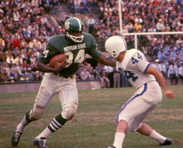 A younger Gene Washington eludes a would-be tackler.