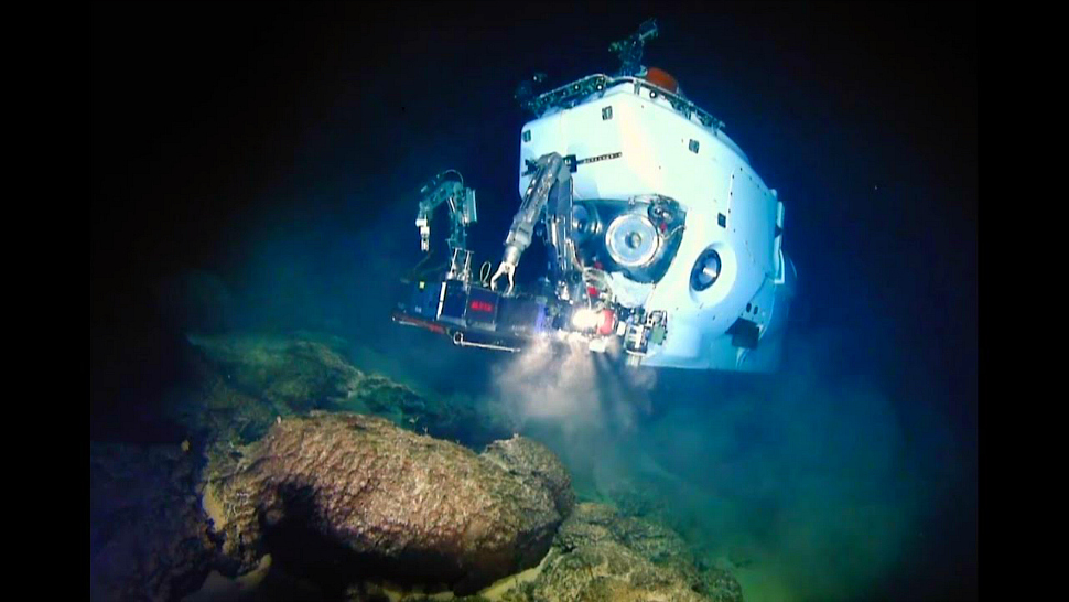 Alvin research submarine which University of Illinois geologists used to explore and study underwater volcanoes.