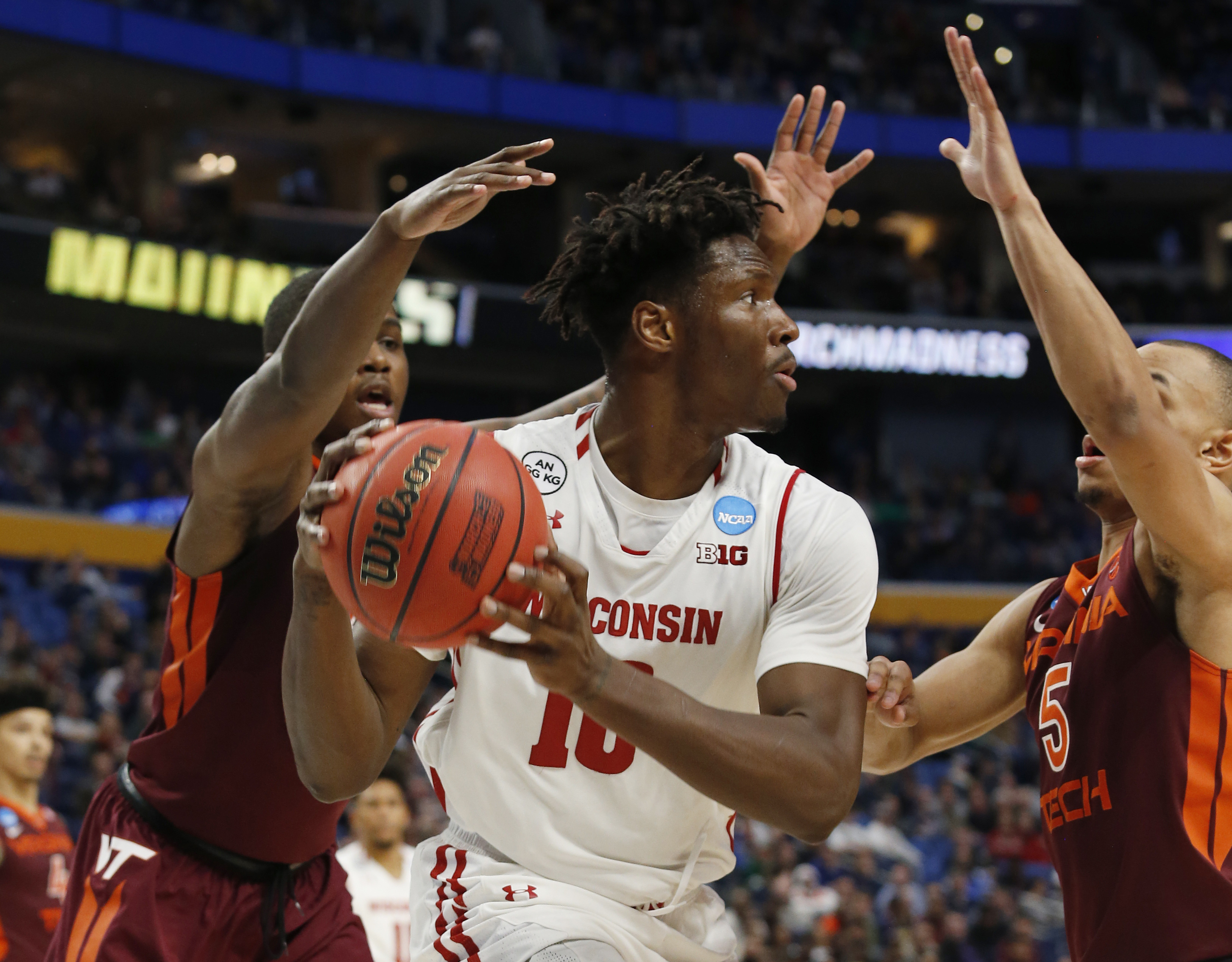 Nigel Hayes' loudest statement: Getting Wisconsin to Sweet