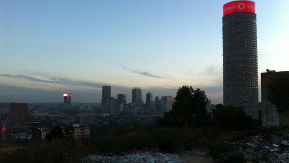 An image of the Johannesburg South Africa skyline at dusk