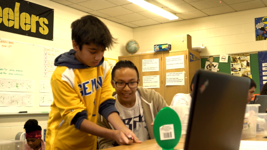 Students working together on a FUSE Challenge, a STEAM curriculum developed by learning scientists and educational researchers at Northwestern University.
